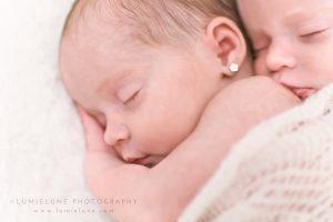 Lumielune fotografía newborn de bebés y recién nacidos nounat gemelas en Barcelona Gava Viladecans Castelldefels Begues