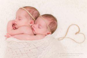 Lumielune fotografía newborn de bebes gemelas y recién nacido nounat bessons en Barcelona Gava Viladecans Castelldefels Begues