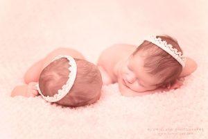 Lumielune fotografía newborn de bebé y recién nacido nounat gemelas bessones en Barcelona Gava Viladecans Castelldefels Begues